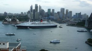 QE II on final farewell to Sydney  Feb 2008