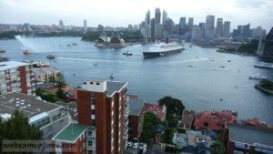 QE II on final farewell to Sydney Feb 2008